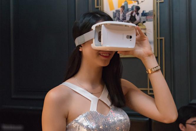 trải nghiệm kính thực tế ảo trên Lenovo